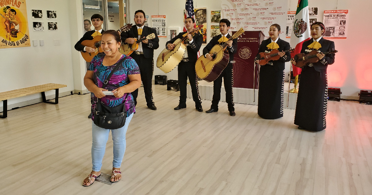Woman poses in front of Mariachi band