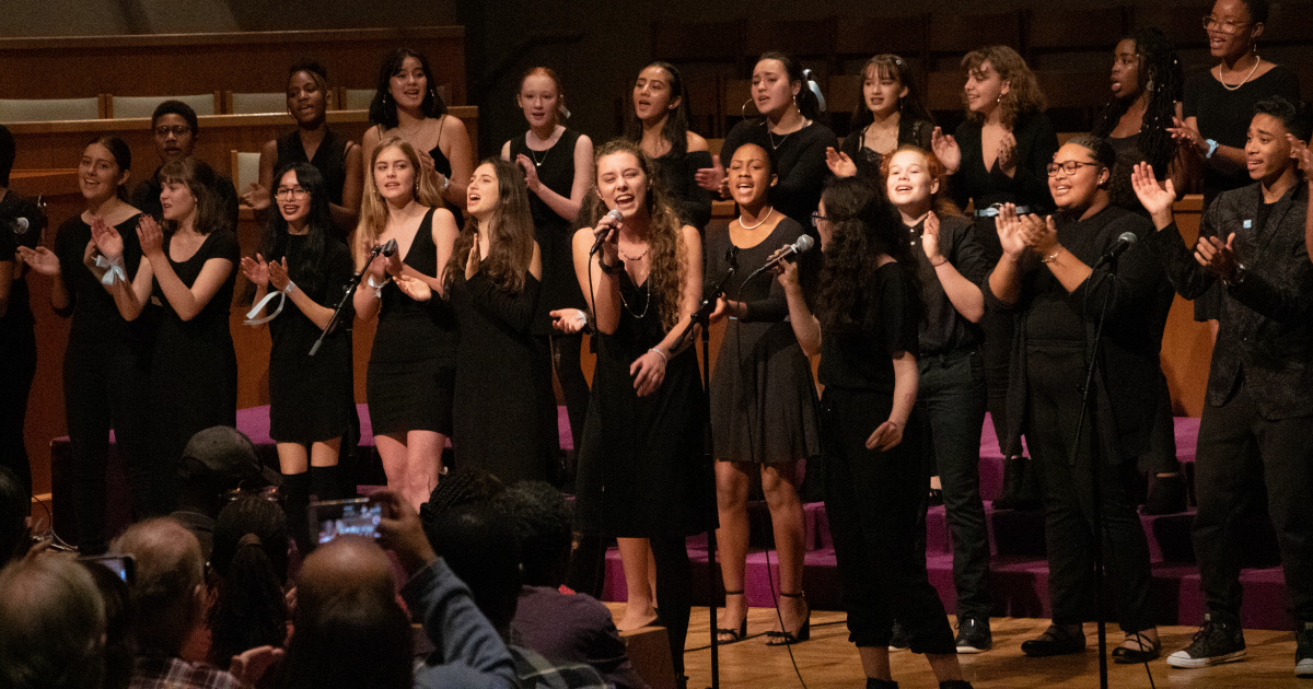 A chorus sings at the 2018 Voces Fuertes Concert